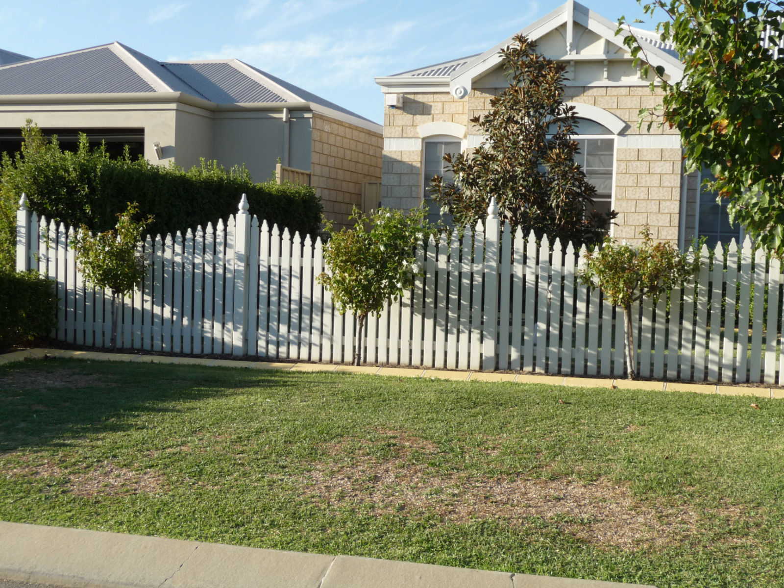picket fencing perth home handyman servicesperth home handyman services. Black Bedroom Furniture Sets. Home Design Ideas